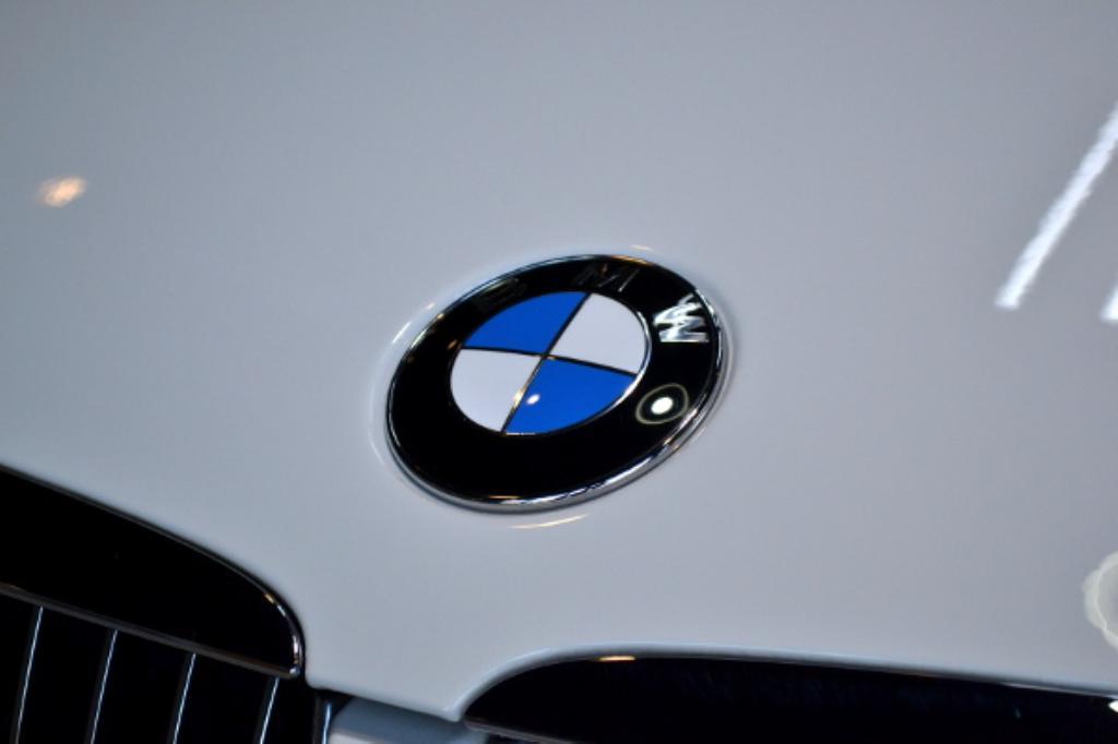 BMW320I-5