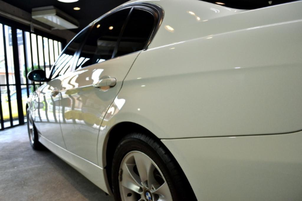 BMW320I-7