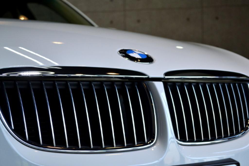 BMW320I-11