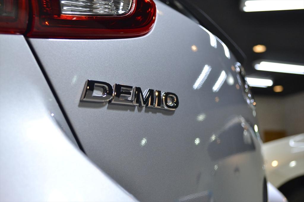 デミオ 銀-7